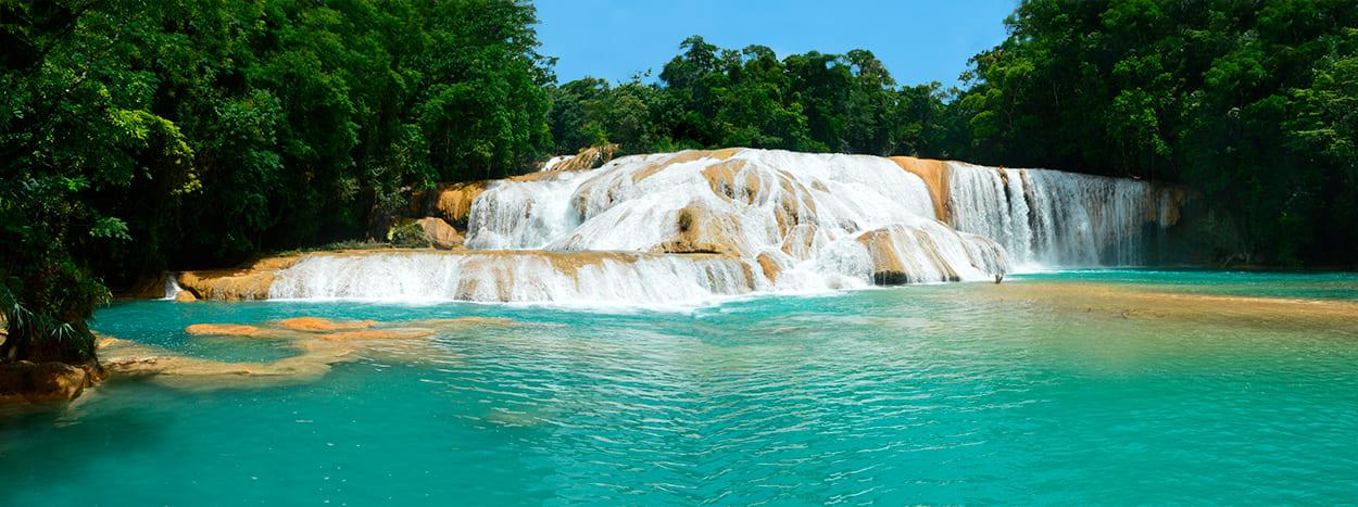 https://www.karmatrails.com/web/uploads/2020/04/Cascadas-de-agua-azul-chiapas-tour.jpg